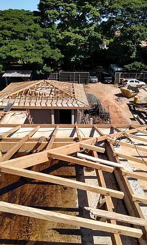Empresa de construção de telhado