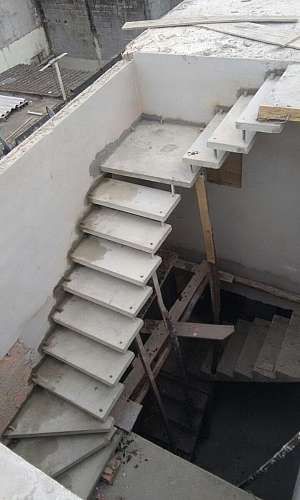 Escada pré fabricada de concreto